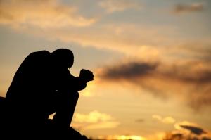 praying-at-sunset