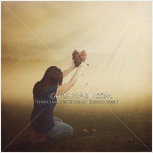 woman-holding-heart-GoodSalt-kacas0476